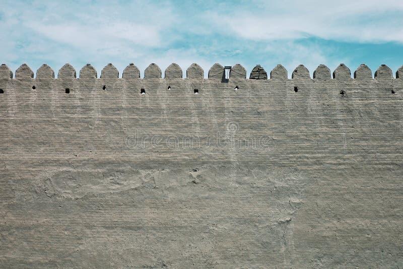 parede exterior da cidade antiga profundamente no deserto do estado ex de União Soviética fotos de stock royalty free