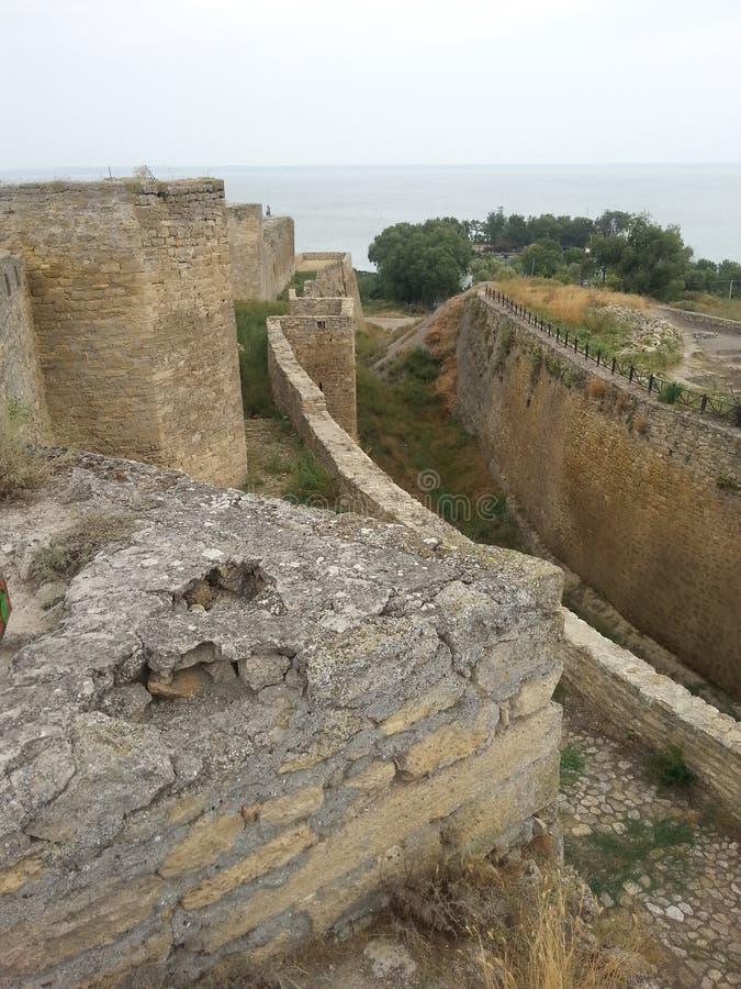 Parede exterior da fortaleza de Akkerman com um fosso secado fotos de stock royalty free