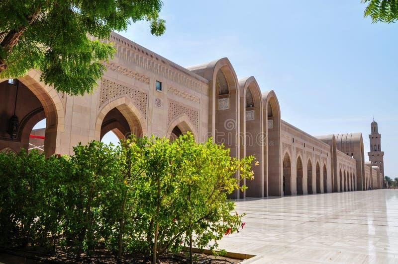 A parede exterior da mesquita grande Sultan Qaboos fotos de stock