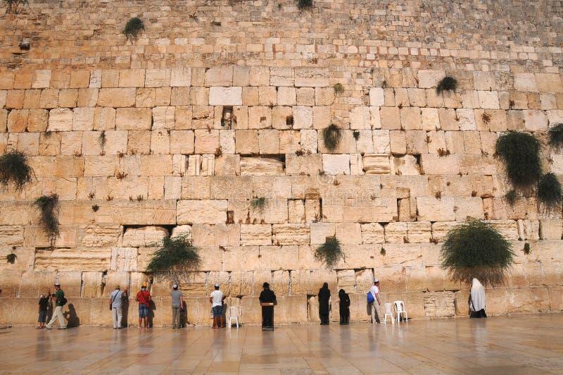 A parede lamentando de Jerusalem imagem de stock
