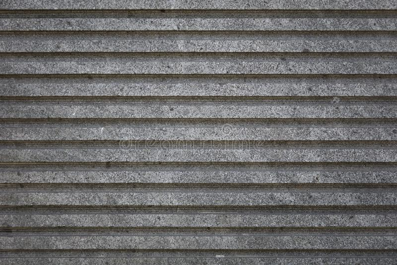 Parede listrada do cimento concreto cinzento áspero foto de stock