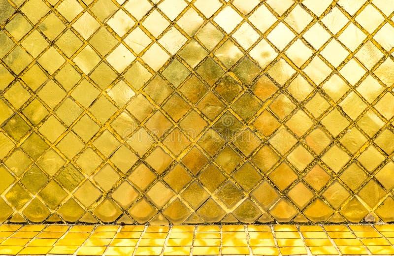 Download Parede Lustrosa Da Telha De Mosaico Do Ouro, Fundo Da Textura Foto de Stock - Imagem de interior, mosaic: 65580412