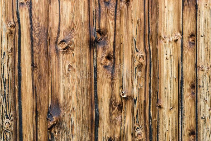 Parede marrom natural da madeira do celeiro Fundo da textura da parede com copyspace foto de stock royalty free