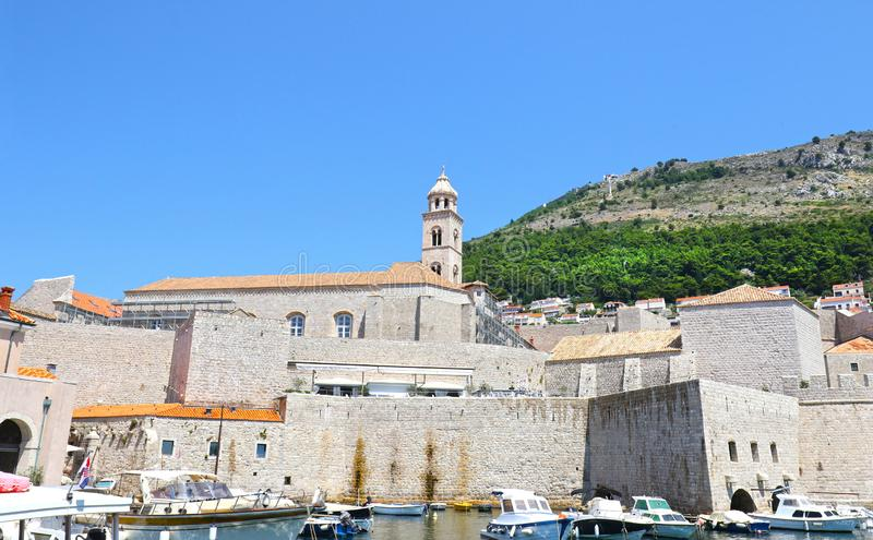 Parede medieval da cidade da cidade velha Dubrovnik, Croatia foto de stock royalty free