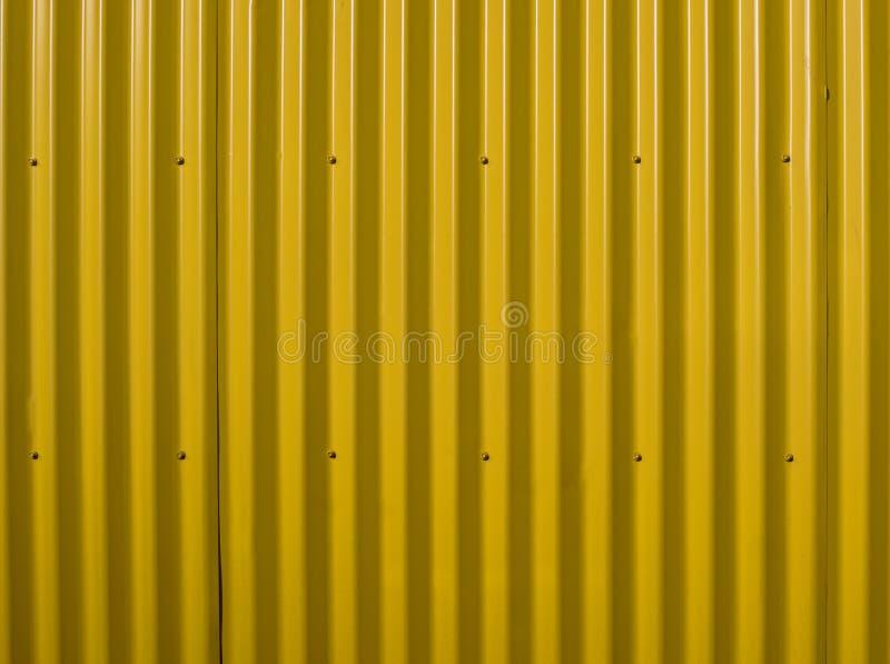 Parede ondulada amarela Fundo de aço amarelo E Pode ser usado como um fundo imagens de stock royalty free