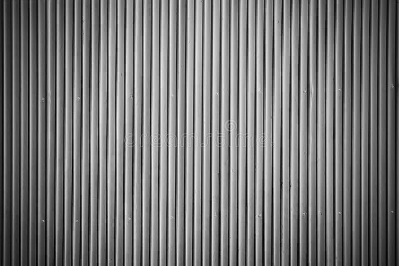Parede ondulada preto e branco da folha de metal imagem de stock royalty free