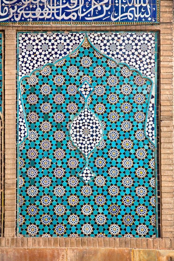 Parede oriental da mesquita telhada de Ateegh Jame fotos de stock