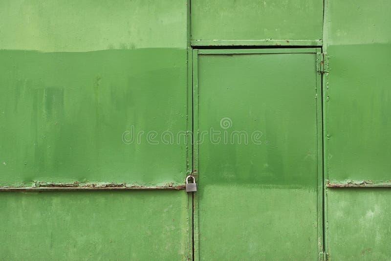 Parede oxidada verde do metal imagens de stock