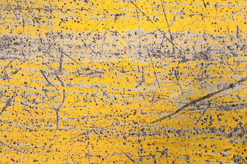 Parede pintada amarela velha fotografia de stock