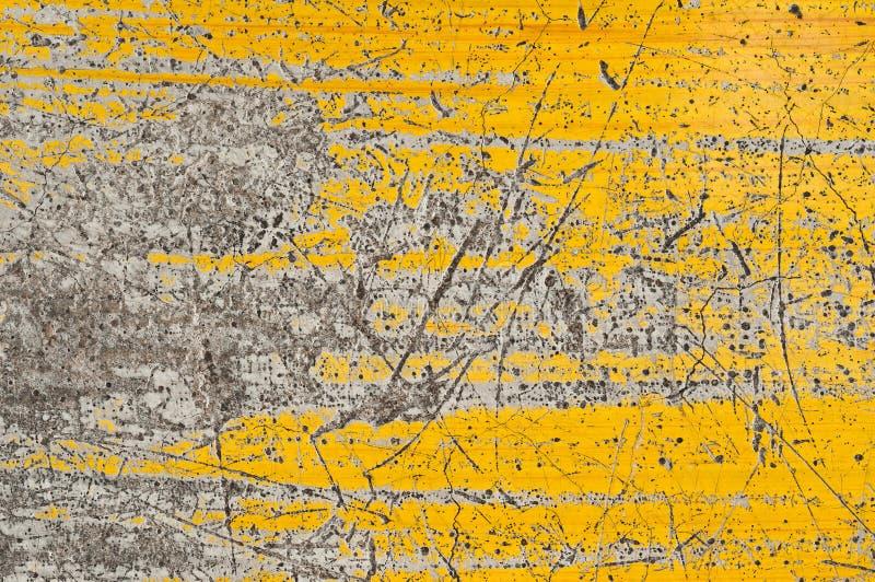 Parede pintada amarela velha foto de stock