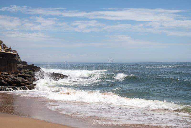 Parede, Portugalia Zdjęcie Oceanu Atlantyckiego zdjęcie stock