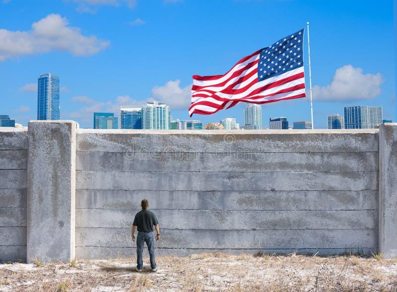 A parede possível entre o Estados Unidos da América e o México e o mundo imagens de stock