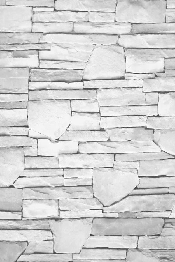 Parede sem emenda da camada natural da textura da pedra cinzenta ou branca para o fundo, testes padrões horizontais foto de stock