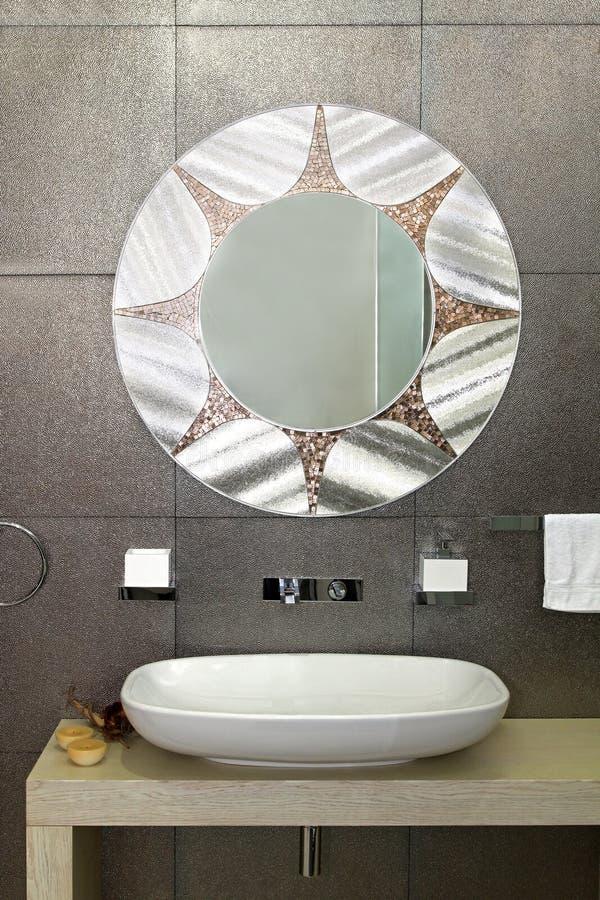 Parede Sparkling do banheiro imagens de stock royalty free
