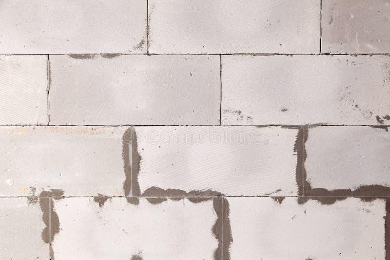 Parede textured do fundo do close up do concreto ventilado cinzento com as emendas ásperas com almofariz, colagem Construção do c imagens de stock royalty free