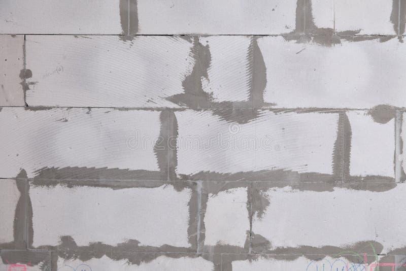 Parede textured do fundo do close up do concreto ventilado cinzento com as emendas ásperas com almofariz, colagem Construção do c imagem de stock royalty free