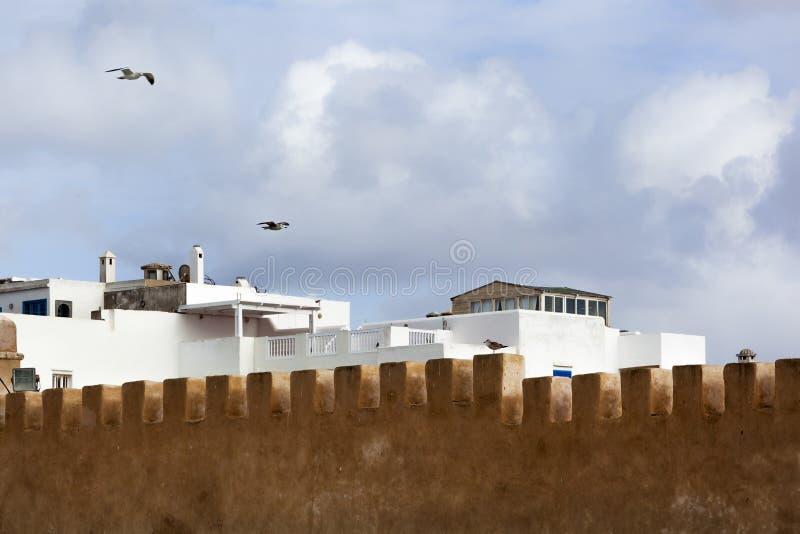 Parede velha da cidade no medina de Essaouira imagem de stock
