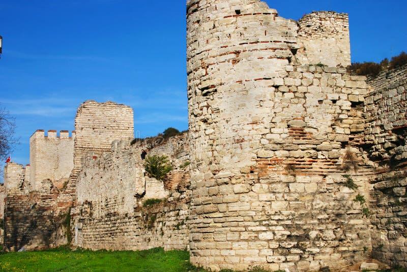 Paredes antigas de Constantinople em Istambul fotografia de stock