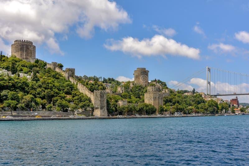 Paredes antigas do istambul no lado de Bosphorus foto de stock