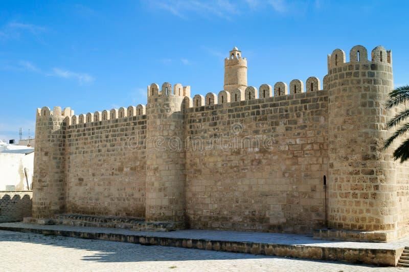 Paredes antiguas de piedra del Medina de Sousse fotos de archivo