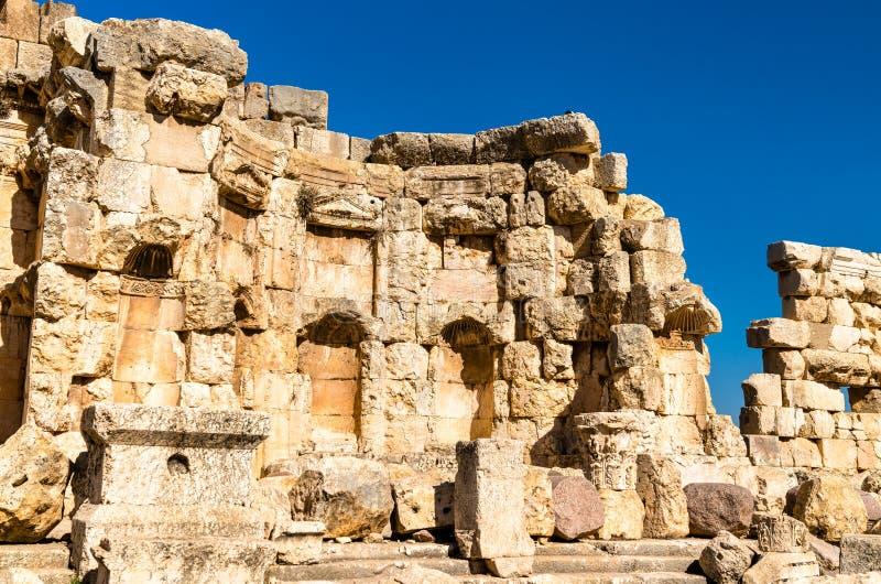 Paredes arruinadas de Heliópolis en Baalbek, Líbano fotos de archivo