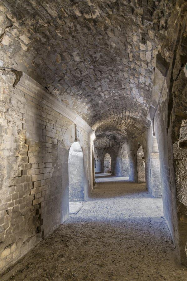 Paredes da arena famosa em Arles foto de stock