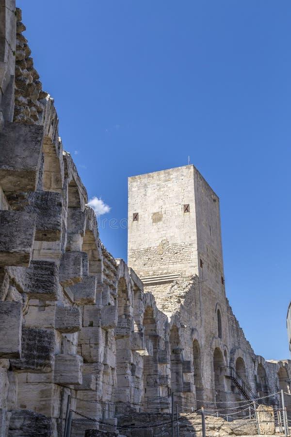 Paredes da arena famosa em Arles imagens de stock