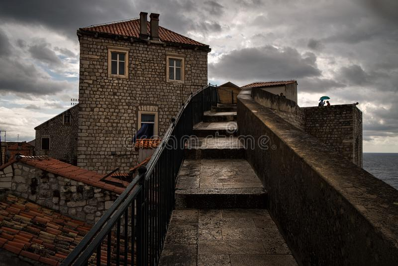 Paredes da cidade do Dubrovnik velho A cara da cidade Croácia fotografia de stock royalty free
