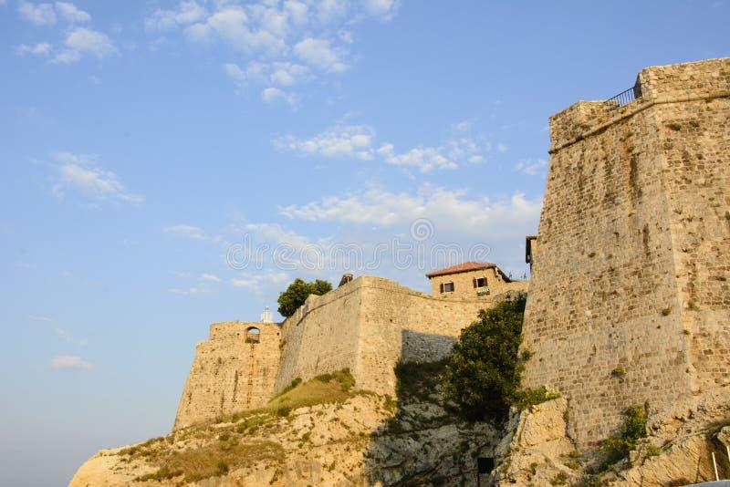 Paredes da cidade velha de Ulcinj, Montenegro fotos de stock royalty free