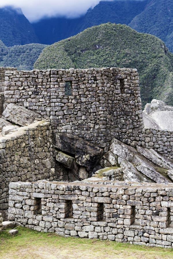 Paredes da rocha e Windows Machu Picchu Peru South America imagens de stock royalty free
