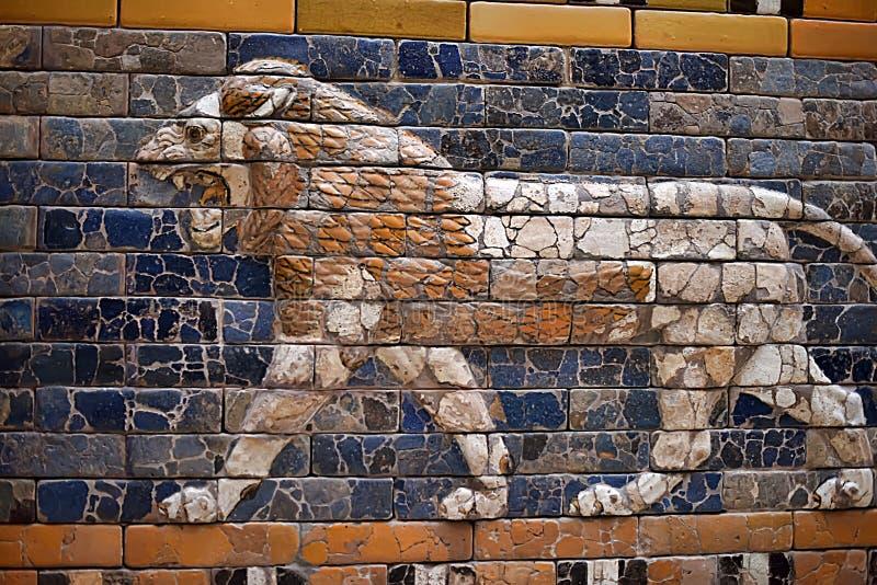 Paredes de Assirian no museu de Pergamon em Berlim foto de stock royalty free