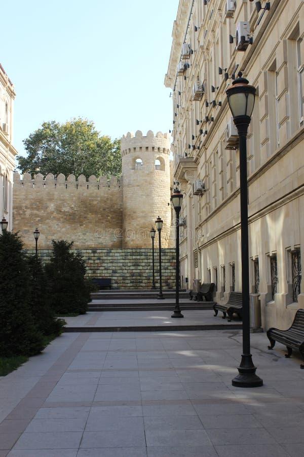 Paredes de Baku vieja imagen de archivo