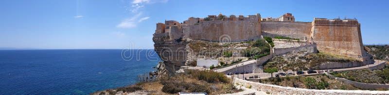 Paredes de Bonifacio em Córsega, ilha de França fotografia de stock royalty free