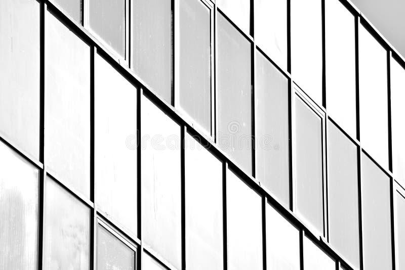 Paredes de cristal de un edificio de oficinas - fondo del negocio Rebecca 36 imagen de archivo