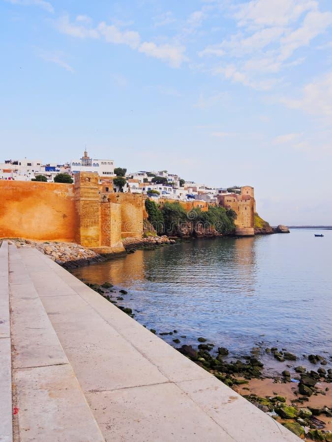 Paredes de Kasbah do Udayas em Rabat, Marrocos imagens de stock