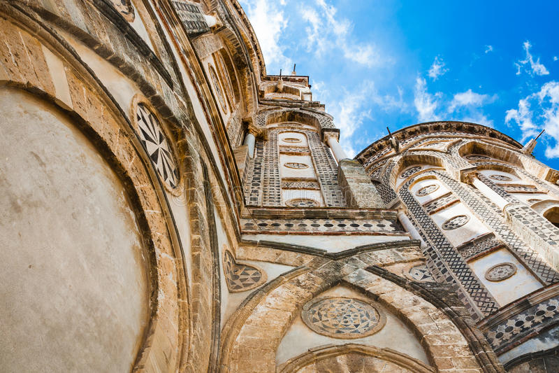 Paredes de la catedral normanda Duomo di Monreale fotografía de archivo libre de regalías