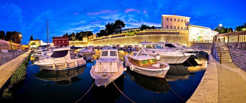 Paredes de la ciudad de Zadar y puerto de Fosa fotos de archivo libres de regalías