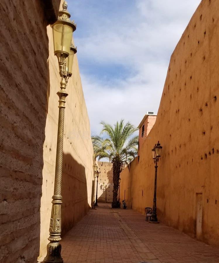 Paredes de la ciudad de Marrakesh Medina - ciudad fortificada vieja fotografía de archivo