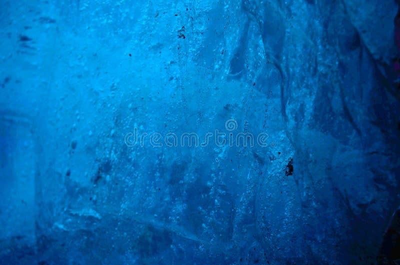 Paredes de la cueva de hielo en el glaciar en Islandia fotografía de archivo