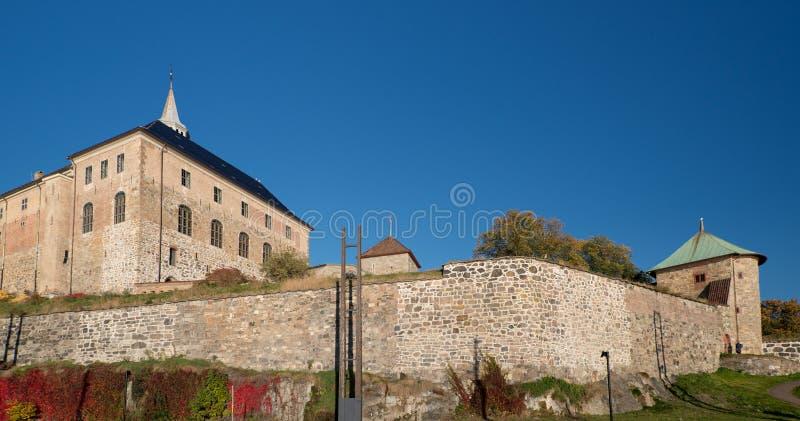 Paredes de la fortaleza de Oslo Akershus en la última caída imágenes de archivo libres de regalías