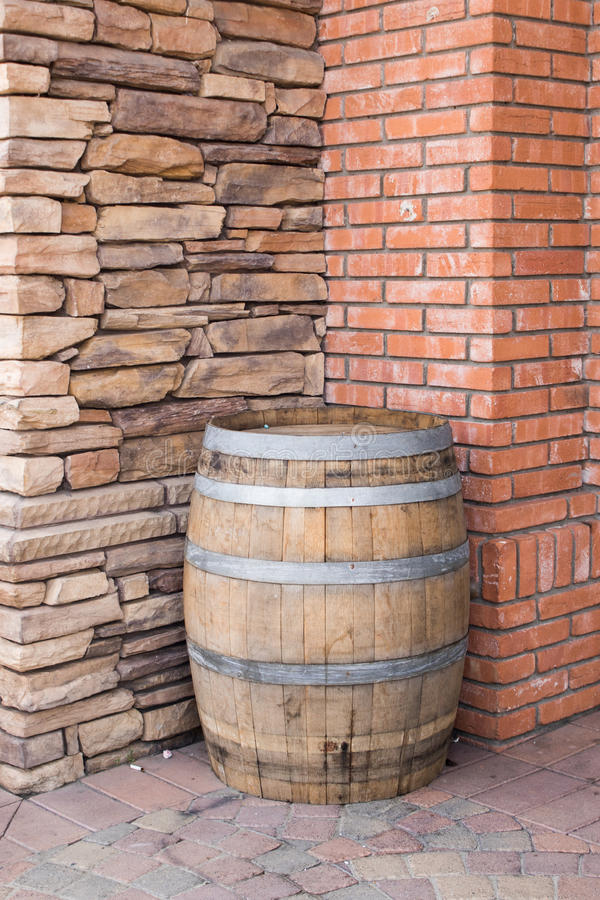 Paredes de madeira do tambor e do tijolo e as de pedra fotografia de stock royalty free