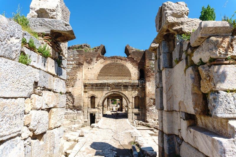 Paredes de piedra y puertas históricas de Iznik imagenes de archivo