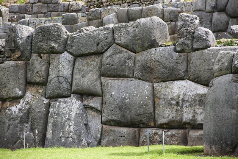 Paredes de Sacsayhuaman, fortaleza antigua del inca cerca de Cuzco foto de archivo libre de regalías