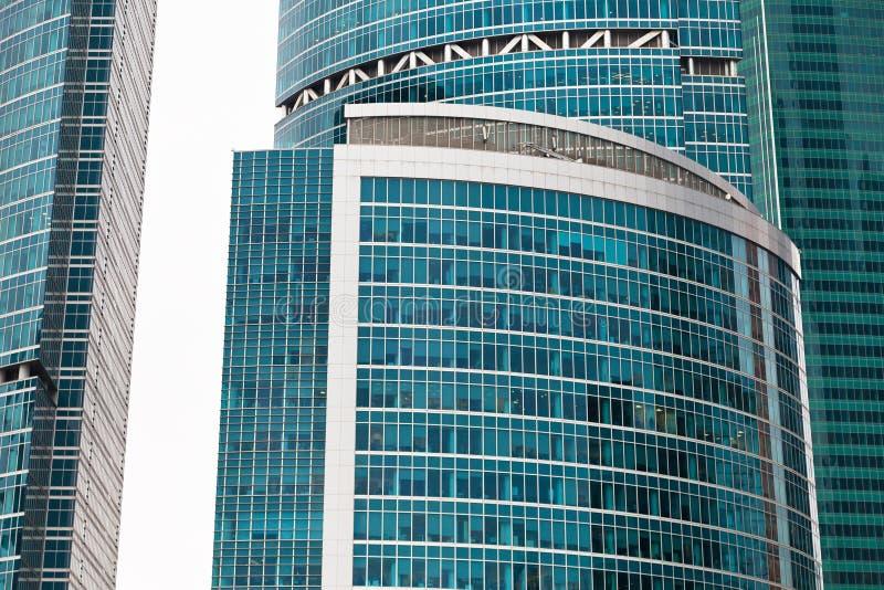 Paredes de vidro modernas da torre imagens de stock royalty free