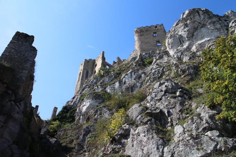 Paredes del castillo de Beckov foto de archivo