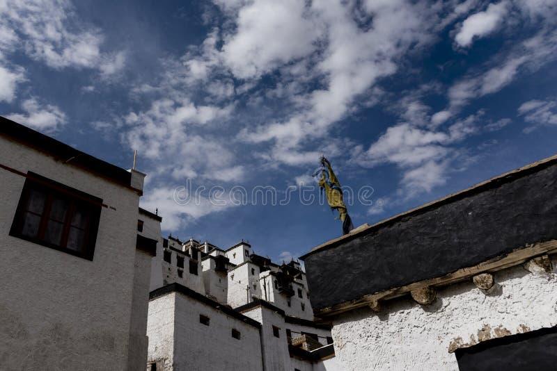 Paredes del monasterio de Thiksay imagen de archivo