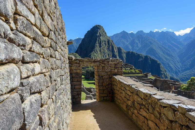 Paredes e entrada em Machu Picchu fotografia de stock