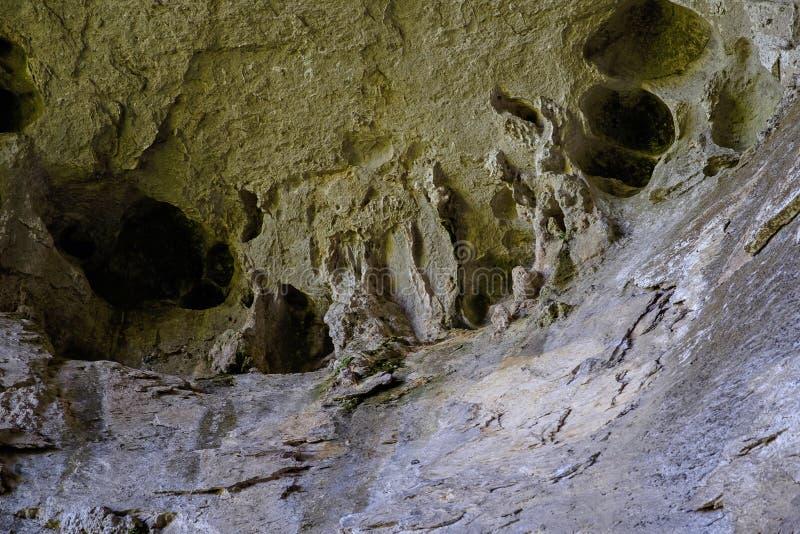 Paredes e passagens na caverna 1 imagem de stock royalty free