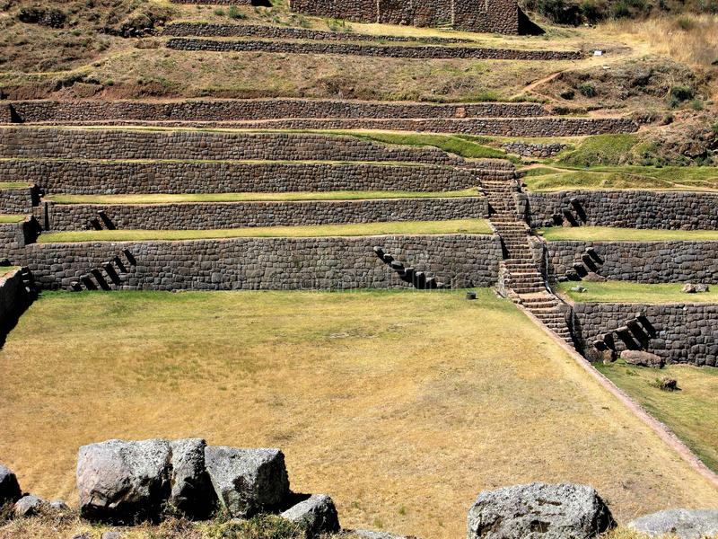 Paredes e terraços do Inca em Tipon, Peru fotografia de stock