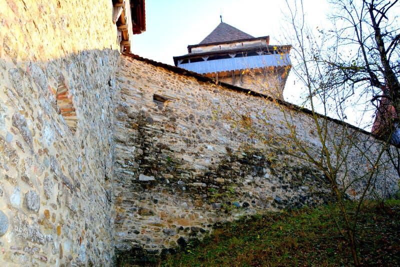 Paredes e torre em Viscri, a Transilvânia, Romênia fotos de stock